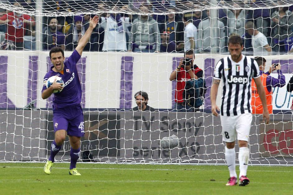 Fiorentina's Rossi celebrates after scoring next to Juventus' Marchisio during their Italian Serie A soccer match in Florence